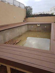בריכת פיברגלס, בריכת בטון ובריכה מתועשת